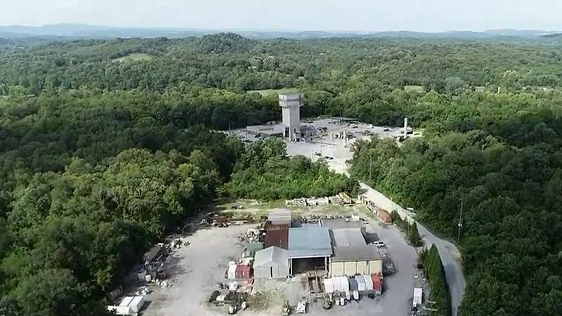 A collapse at a mine in east Tennessee has killed a worker and hurt two others.