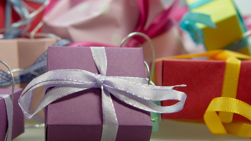 Gift wrapped boxes (Pixabay)