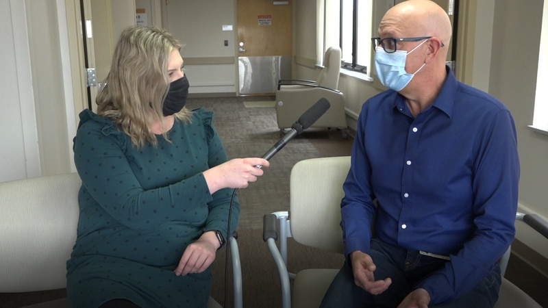 Dr. David Wheeler (L) talking with Bobbee Russell about stroke signs and symptoms