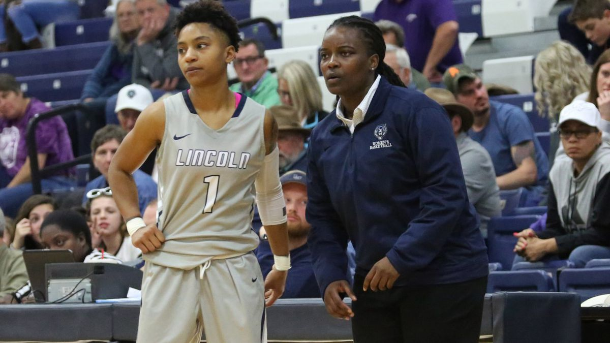 Ayana McWilliams was the head coach at Lincoln University (Jefferson City, MO) from 2016-2020.