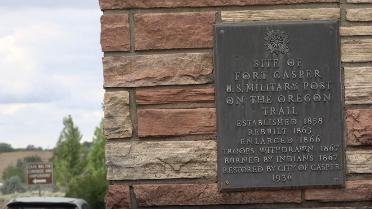 A marker at the entrance of Fort Caspar sharing some of its history.