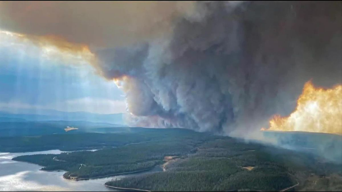 Mullen fire explodes south, moving into Colorado