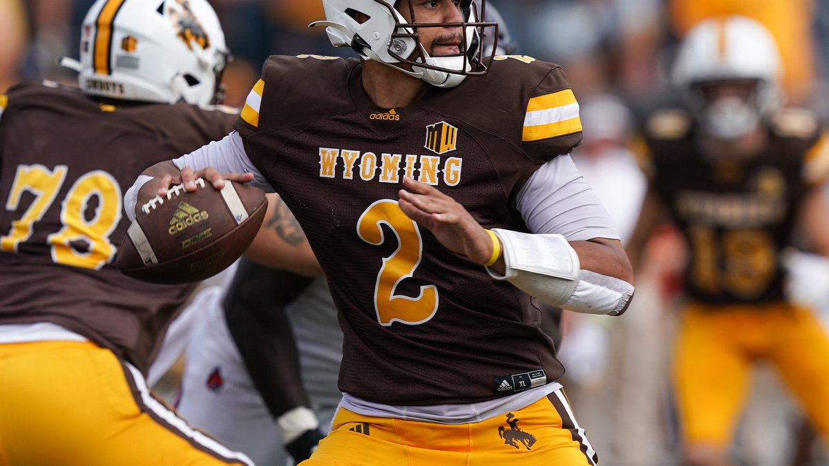 Wyoming Cowboys quarterback Sean Chambers (2) against the Ball State Cardinals at War Memorial...